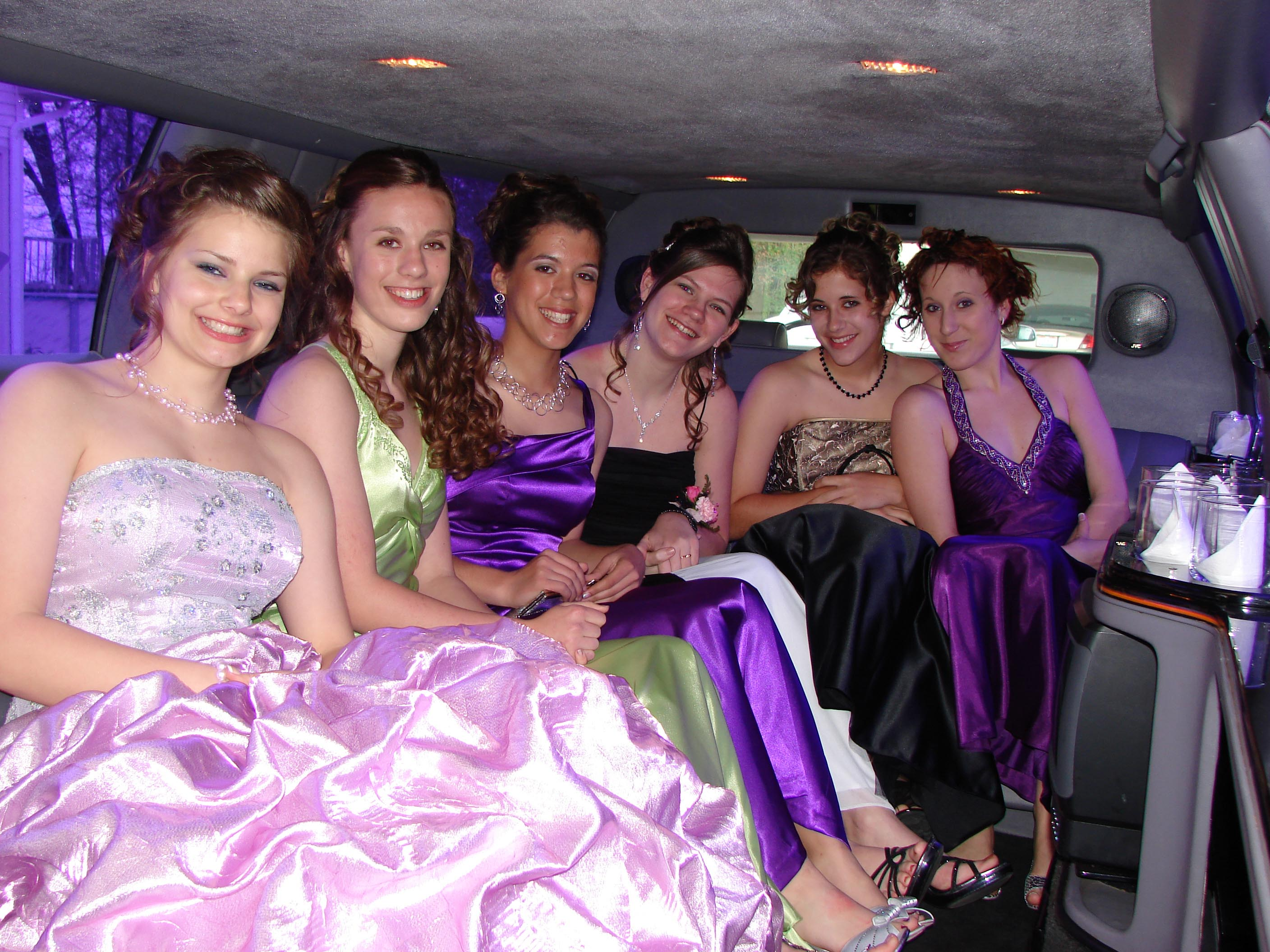 https://losangelespromlimousine.files.wordpress.com/2015/03/prom-limo-rental-los-angeles.jpg